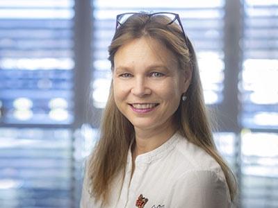 DR. ARIANE BROGSITTER
